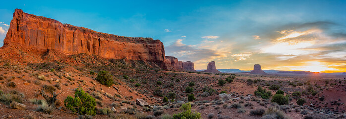Mitchell Butte is a prominent formation near the Visitor's Center at Monument Valley Tribal Park. Fotoväggar