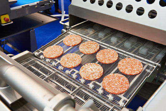 Pieces of minced meat in machine wet breading