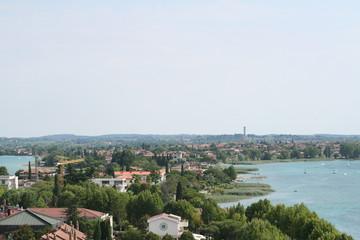 Veduta di Sirmione e lago di Garda