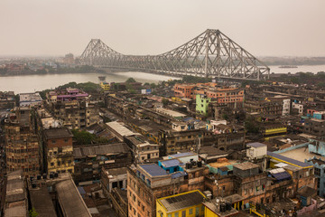 Beautiful view of Kolkata city with a Howrah bridge on the river Hooghly during sunset. Papier Peint