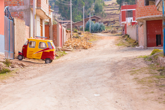 mototaxi parkedi in Chinchero  Peru