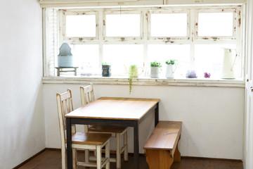 ダイニングテーブルのある部屋