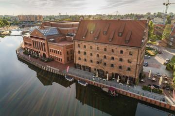 Obraz Widok z lotu ptaka Gdańska, panorama miasta z Polską Filharmonią Bałtycką - fototapety do salonu