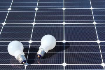 太陽光発電(メガソーラー)と電球