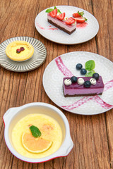 Berry cake with pudding