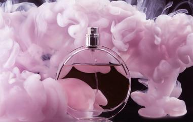 Bottle of perfume in color smoke on dark background Fototapete