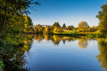 Jesień nad rzeką, miasto Bydgoszcz, Polska