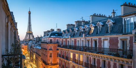 In de dag Centraal Europa Über den Dächern von Paris mit Blick auf den Eiffelturm, Frankreich