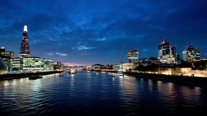 Fotomurales - hyper lapse of sunset, London skyline from the Tower Bridge, UK