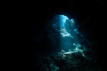 Fototapete - Sunlight Descending Into Dark, Underwater Cavern