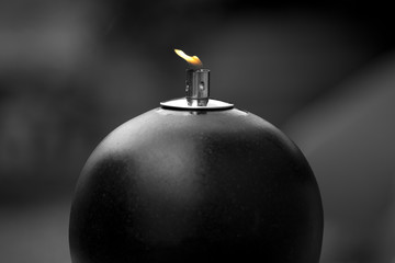 Öl Lampe, die aussieht wie eine Bombe