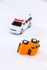 事故車と救急車
