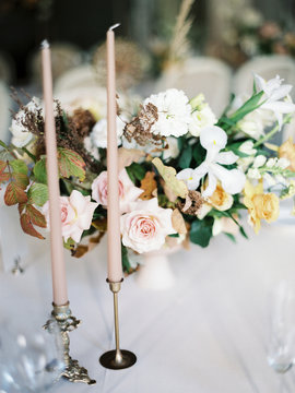 A beautiful wedding table setting with a floral composition with punk and white flowers