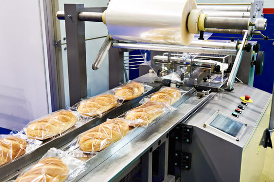 Packing machine for loaves bread