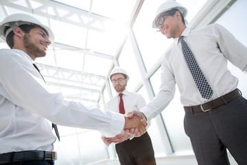 handshake between architect and customer