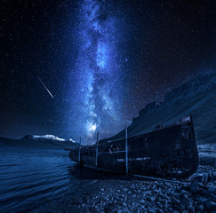 Fototapete - Old shipwreck and milky way with falling stars, Iceland