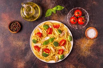 Plate of spaghetti tomato broccoli chicken
