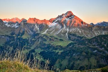 Berggipfel Hohes Licht im Sonnenuntergang