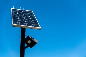太陽光パネルの街灯 / 環境・エコのイメージ