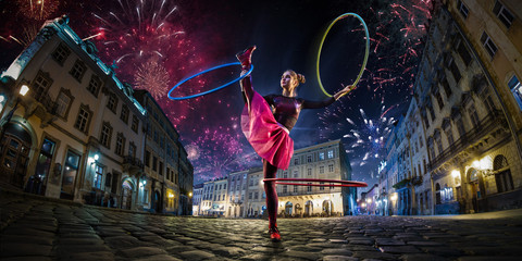 Night street circus performance whit clown, juggler. Festival city background. fireworks and Celebration atmosphere. Wide engle photo Fotomurales