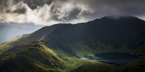 Cadair Idris in Snowdonia National Park, Wales, Uk, just before a storm front came rolling in Fototapete