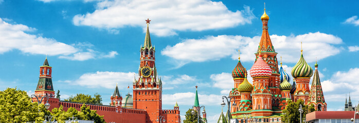 Fototapete - Panoramic view of Moscow Kremlin and St Basil's Cathedral in Moscow