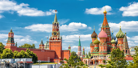 Tuinposter Moskou Moscow Kremlin and St Basil's Cathedral on the Red Square in Moscow