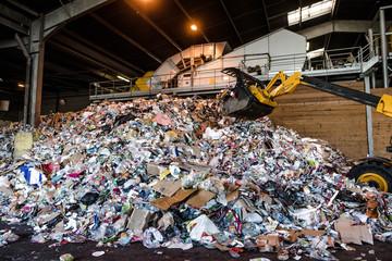 usine de traitement des déchets plastiques et papiers