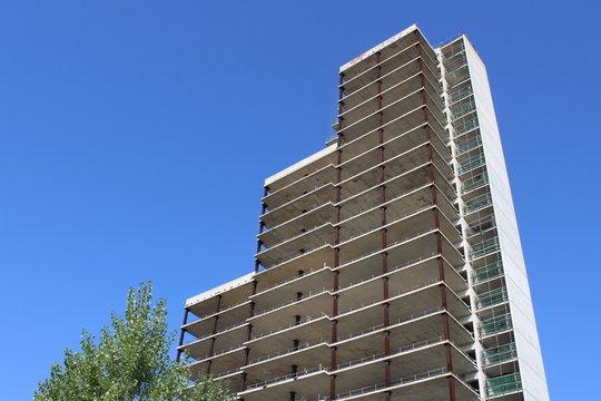 Grattacielo in costruzione - Cantiere edile in stato di abbandono
