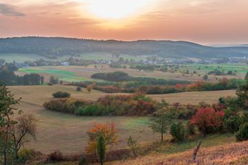 Jesienny zachód słońca nad polaną, Chęciny