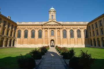 Queen's Collage - Oxford university in England UK
