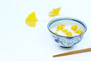 日本の秋の味覚 銀杏ご飯