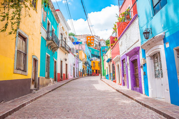 Colorful alleys and streets in Guanajuato city, Mexico  Fototapete