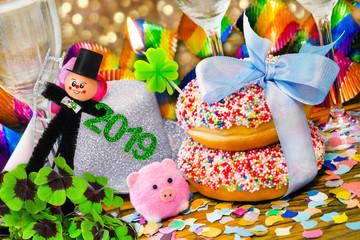 Party  -  Dekoration mit Sekt und Donuts