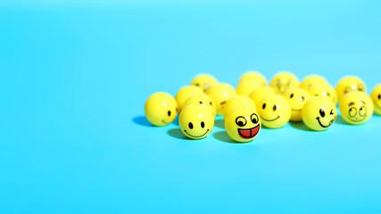 Смайлики - желтые шарики с рожицами, выражающими настроение и эмоции