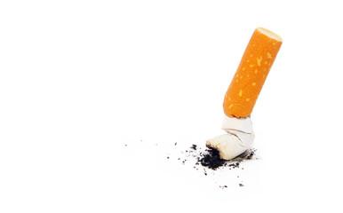 """Zigarette ausgedrückt auf weiß isoliert - Konzept """"Die letzte Zigarette"""""""