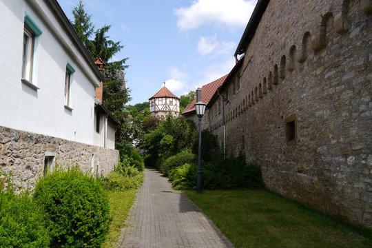 Weg an Stadtmauer in Möckmühl