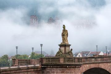 Fotomurales - Das Heidelberger Schloss im Nebel