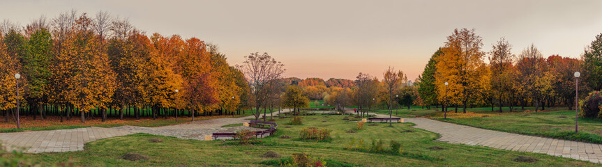 Golden autumn. panoramic view from the hill to the evening autumn city park