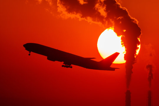 朝日と飛行機