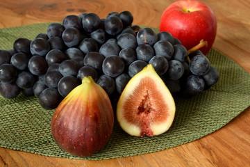 いちじくとブドウとりんご