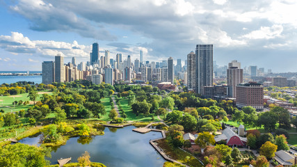 Fotobehang Amerikaanse Plekken Chicago skyline aerial drone view from above, lake Michigan and city of Chicago downtown skyscrapers cityscape from Lincoln park, Illinois, USA