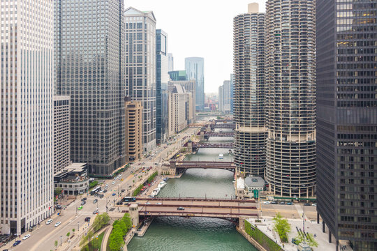 Marina City Complex, Modern Buildings  and skyscrapers. Chicago river with bridges. Illinois, USA