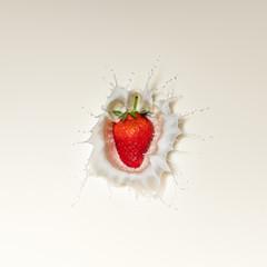 Strawberry splash in milk
