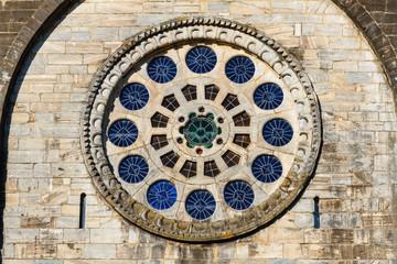Rosetón. Iglesia de San Nicolás o San Juan en Portomarín, Lugo. Camino de Santiago, Galicia.