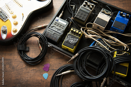 Electric guitar and guitar audio processing effects on a