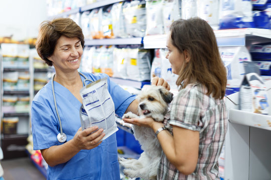 Cheerful veterinary consulting female client
