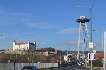 Bratislava Most SNP und Schloss