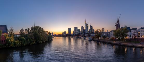 Frankfurt-Main-River-Panorama