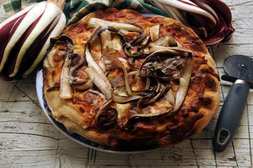Pizza al radicchio rosso di Treviso Cucina italiana ft81044378